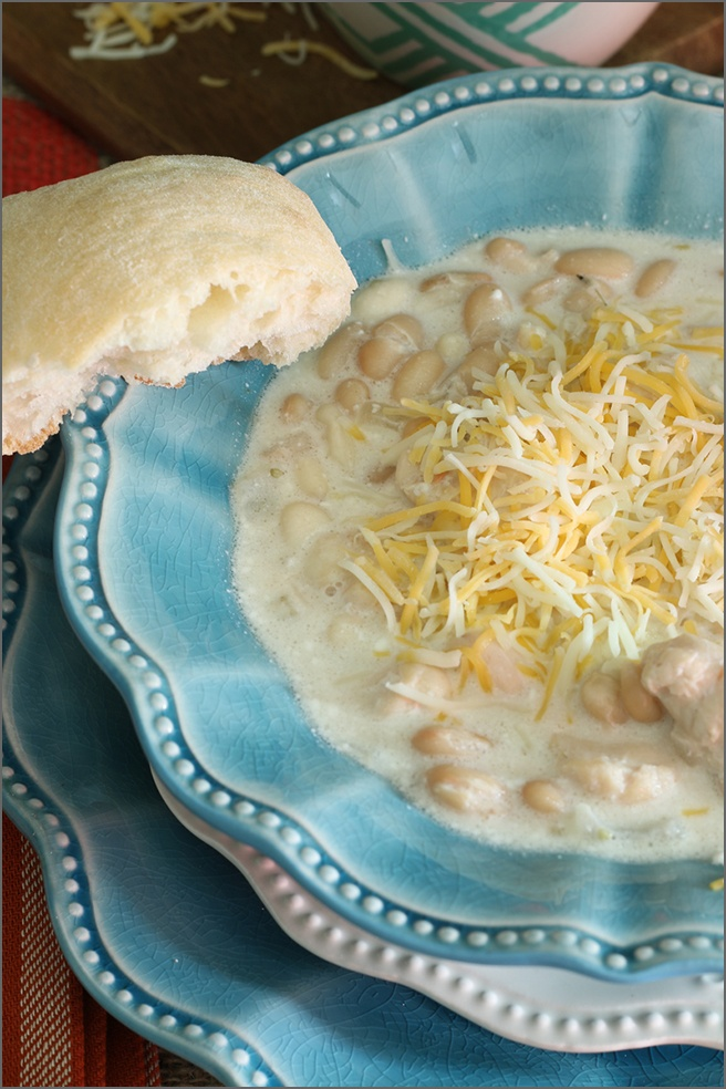 Creamy-White-Chicken-Chili-with-cheese-and-bread.jpg