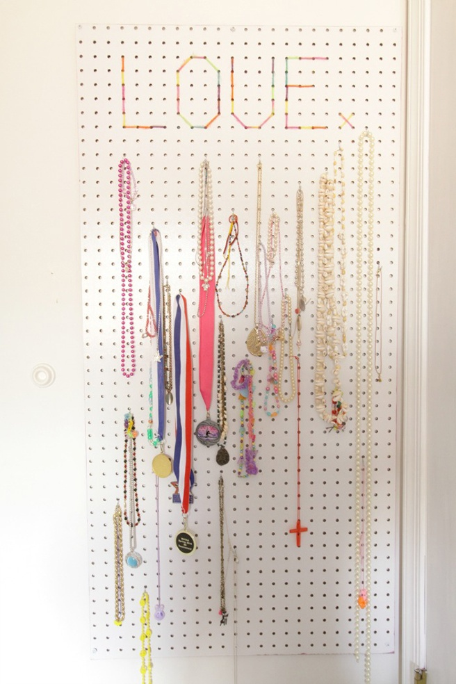 DIY-Jewelry-Organizer-2.jpg