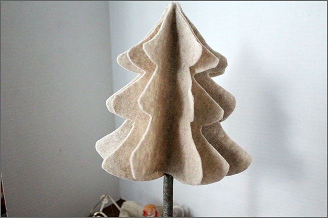 Fluffed-Up-Felt-Tree.jpg