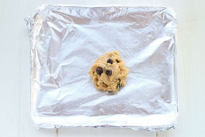 Single-Serving-Peanut-Butter-Chocolate-Chip-Cookie_4.jpg