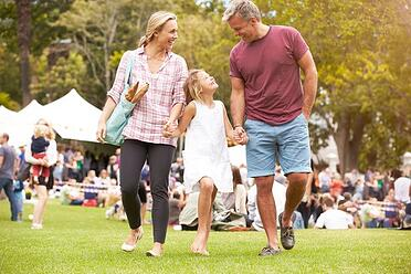 family-relaxing-at-outdoor-summer-event-xs