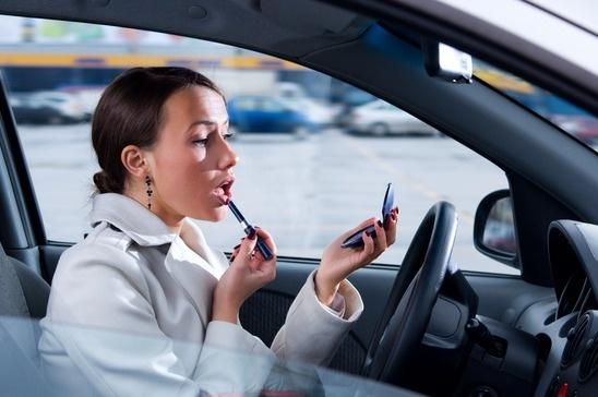 photodune-868618-makeup-on-the-run-in-her-car-xs.jpg
