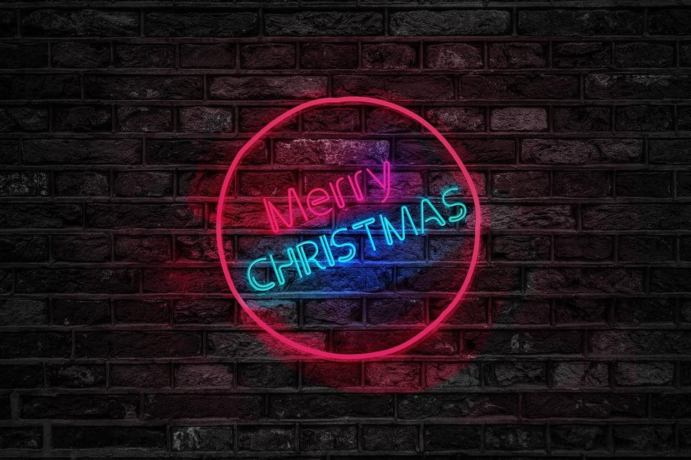 brick-wall-christmas-close-up-754430
