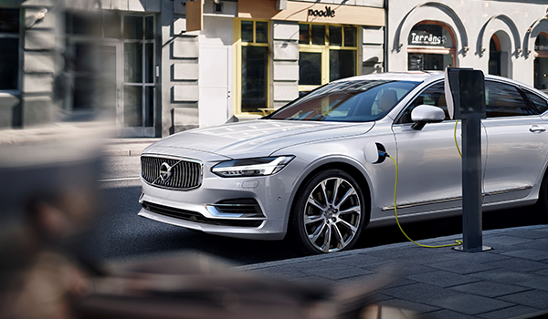 comunicat-Volvo_S90_Inscription_White.png