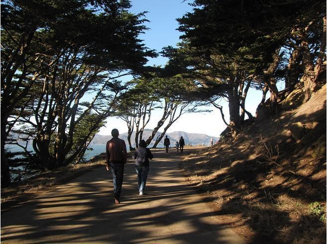 Hiking_Trail_at_Lands_End_California