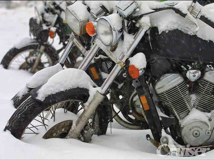 1303-crup-01-o+winter-ride-guide+bikes-in-snow