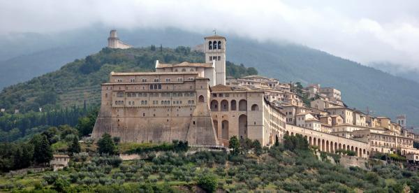 Assisi_San_Francesco_close-resized-600