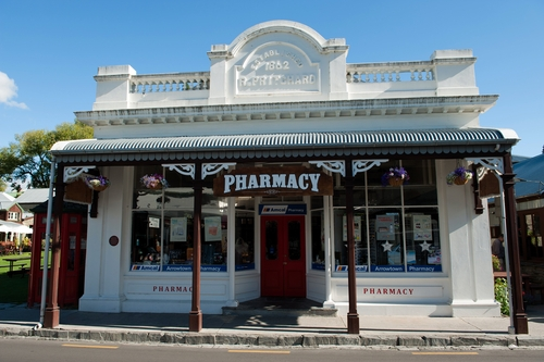 Secrets for creating a modern pharmacy with a neighborhood for Modern pharmacy design