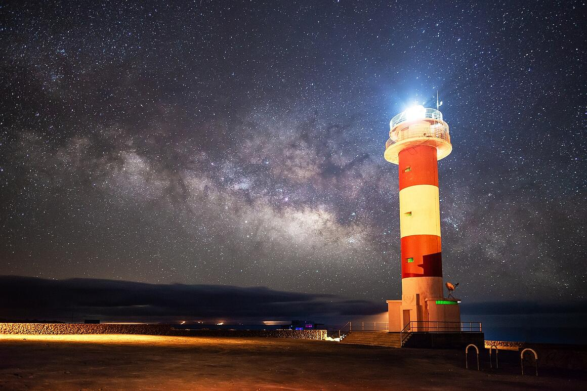 lighthouse-3469408_1920