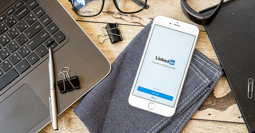 How to Master LinkedIn Using Tips from Their Algorithm