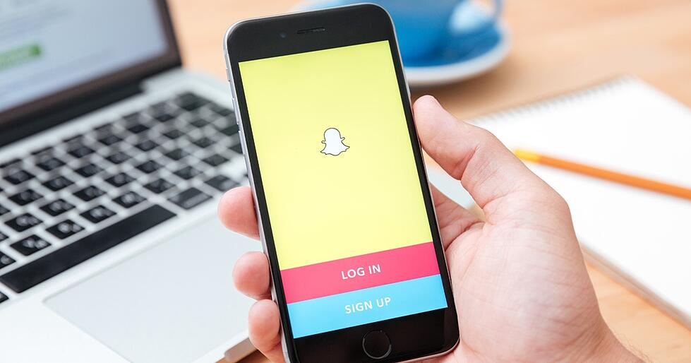How to Use Snapchat for Business (and How It Works)