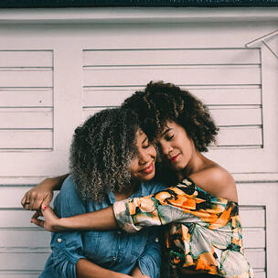 celebrate national hug day - photo by Hian Oliveira via unsplash