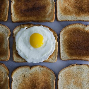 celebrate national toast day - photo by Leti Kugler via unsplash