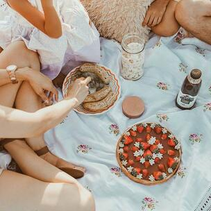celebrate international picnic day - photo by Jonathan Borba via unsplash