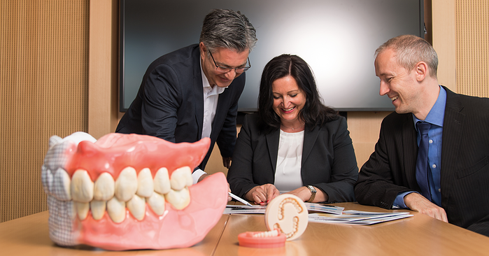 Digital Denture: Cooperation between man and technology