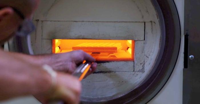 Video: Come nascono i blocchetti di vetroceramica per l'impiego CAD/CAM