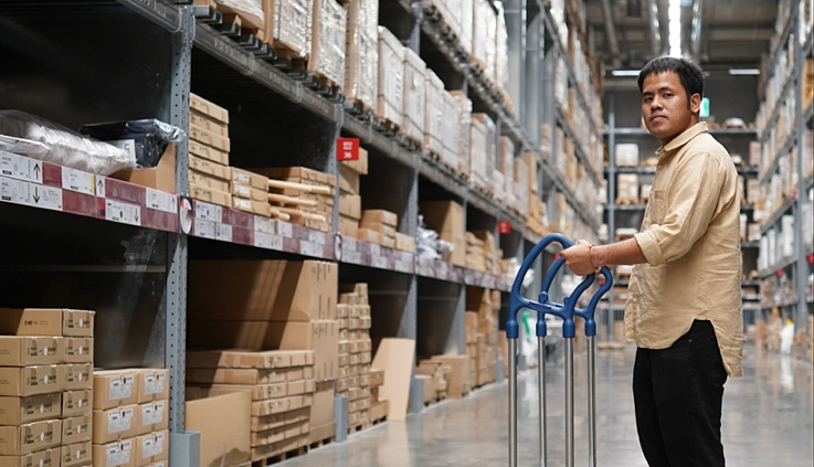 Feature image for Assortment Index- A man standing with a trolley inside a warehouse