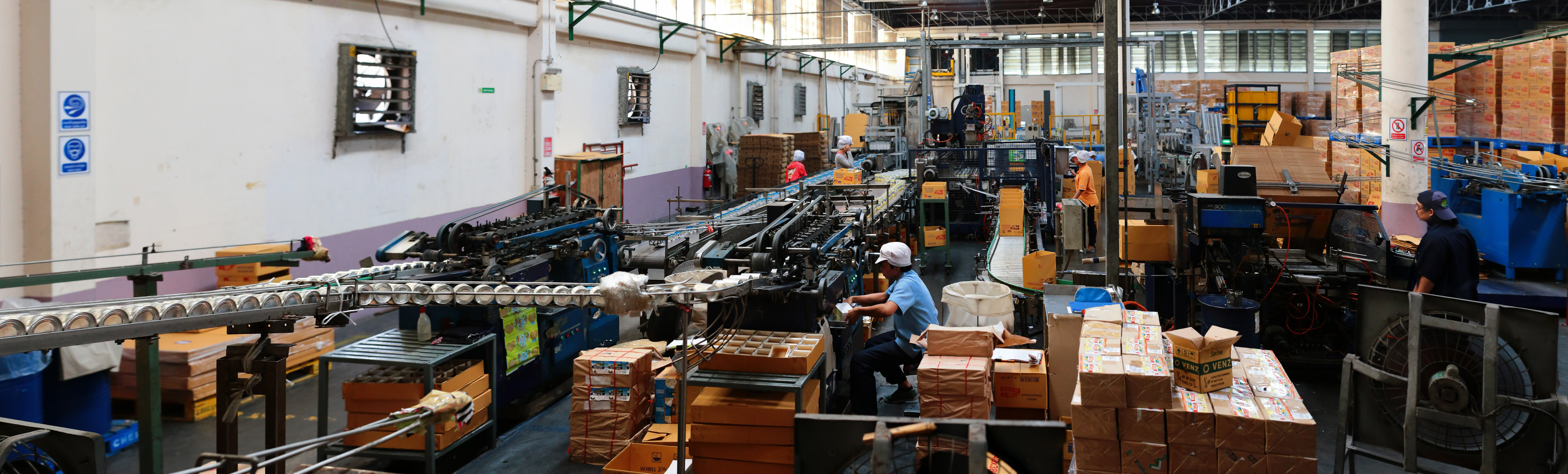 work-man-working-line-industrial-machine-737450-pxhere.com