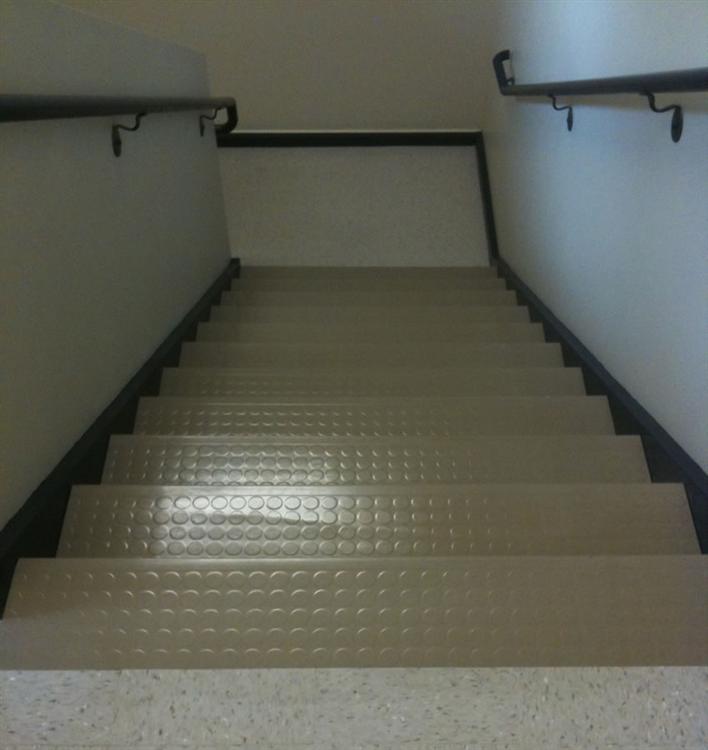 Hillside Medicalgilford Nhrubber Stairtreads40 Stairs