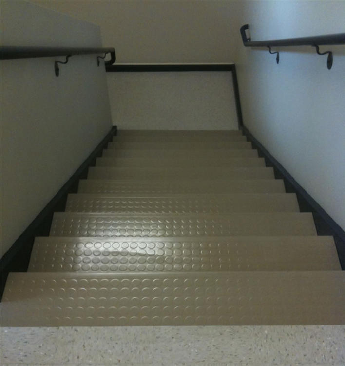 Hillside MedicalGilford, NHRubber Stairtreads40 Stairs plus Landings
