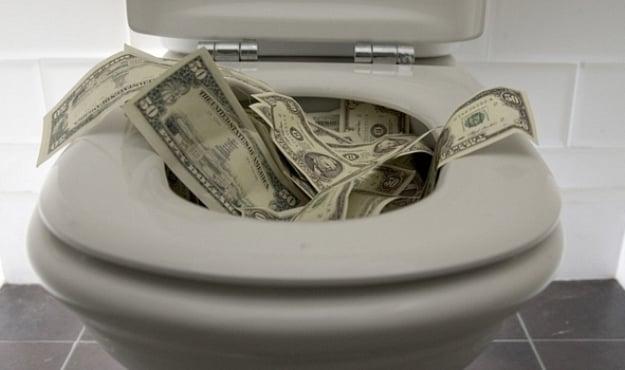 Ah sa shumë të dua! - Faqe 8 Money-in-toilet