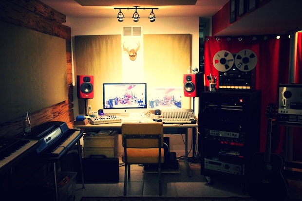 3 tricks for a super efficient home recording studio in a tiny apartment. Black Bedroom Furniture Sets. Home Design Ideas