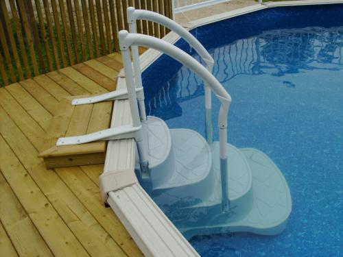 Aboveground pools rintoul 39 s leisurescapes above ground for Above ground pool ladder ideas