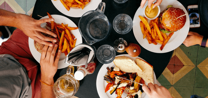 14 NUTRITION HACKS FOR HEALTHY EATING OUT
