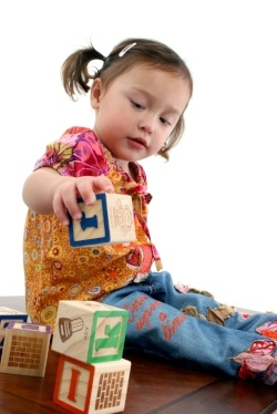 Girl_playing_with_blocks_2-586970-edited.jpg