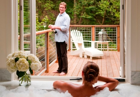 Deluxe & Luxury romantic jetted tubs with private decks
