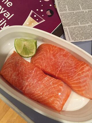 salmon with lime and seasoning
