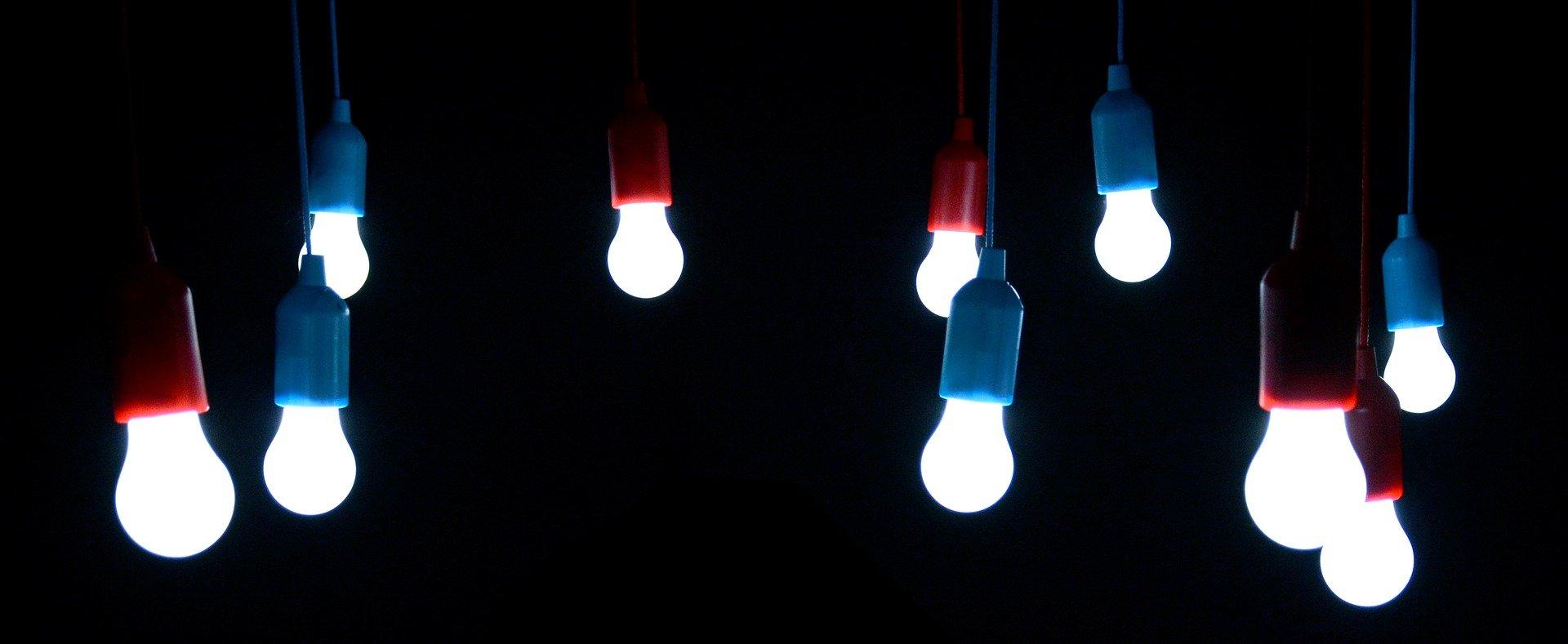 light-bulbs-1822058_1920.jpg