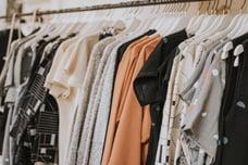 ¿Qué es el 'fast fashion' y por qué está haciendo de la moda un negocio insostenible?