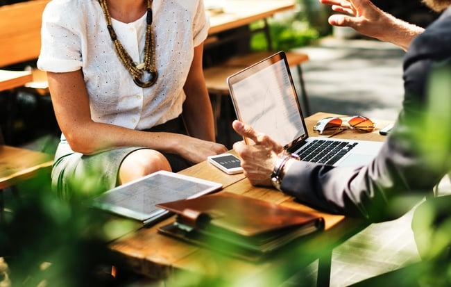 ¿Qué es la responsabilidad social empresarial y en qué se diferencia de la sostenibilidad?