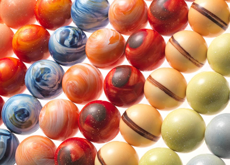 太陽系8惑星をモチーフにした、芸術性溢れるボンボンショコラ「惑星ショコラ」