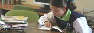 hija-empezando-leer-como-la-apoyo