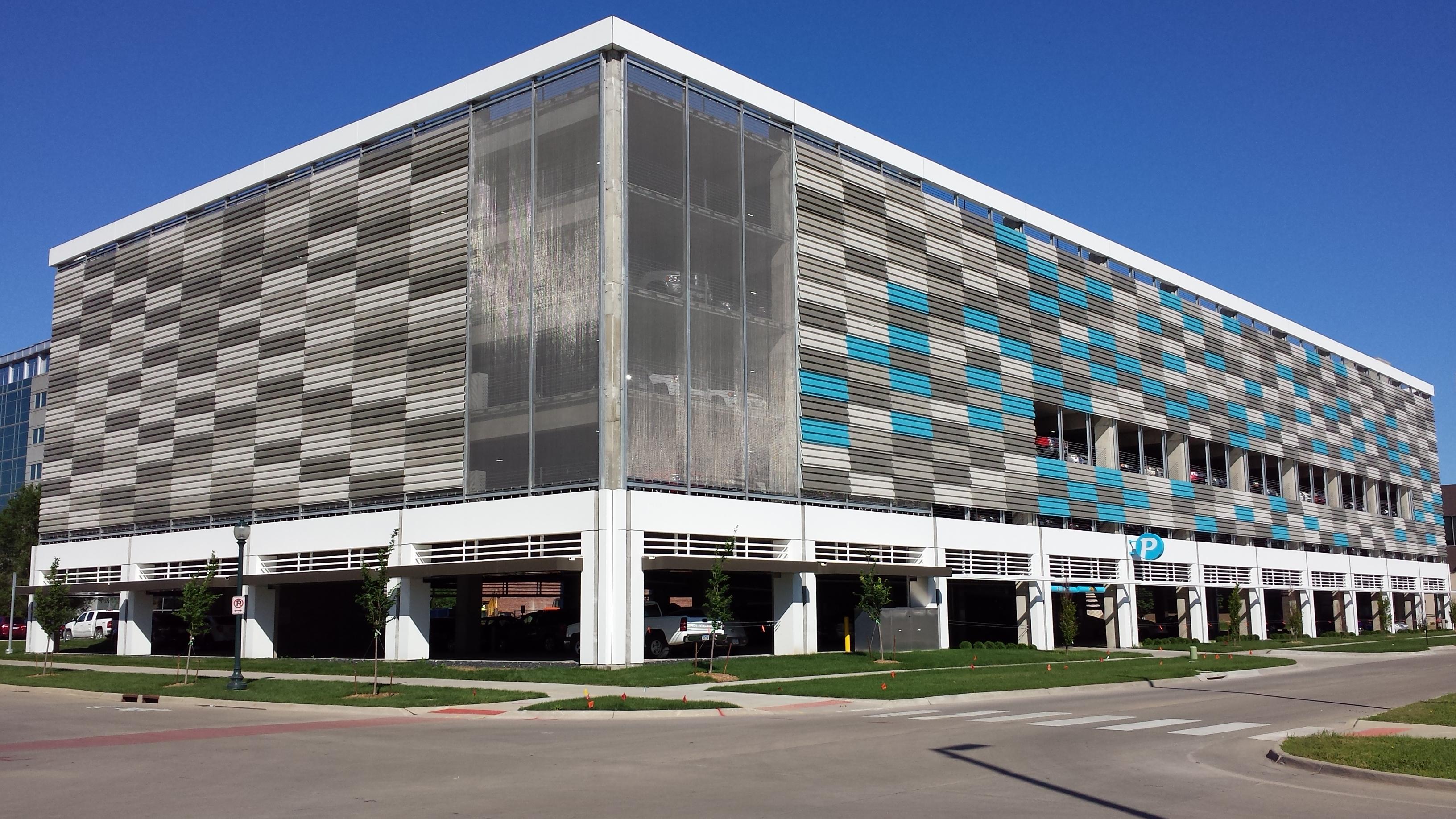 Cedar Rapids Ia Parking Garage