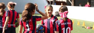 Fútbol: beneficios físicos y educativos para las niñas
