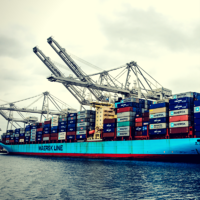 Containers on Maersk Enshi  Stranded.png