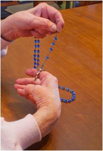 praying-rosary-Gracie