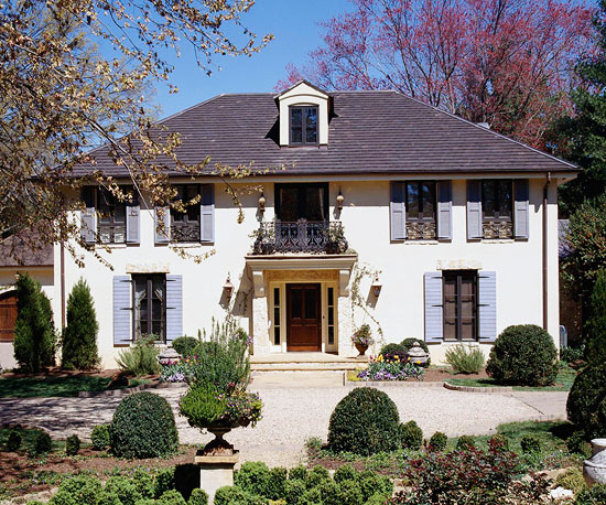 Tips for designing a french country home in barrington il for Country home exteriors