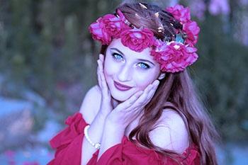 filter-girl-flowers-wreath-green-eyes-104843