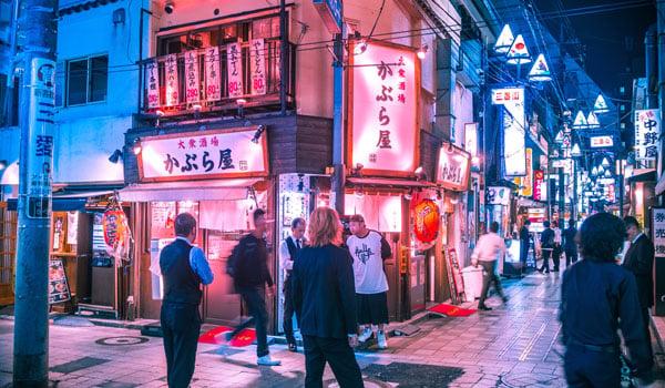 people-walking-in-tokyo-japan