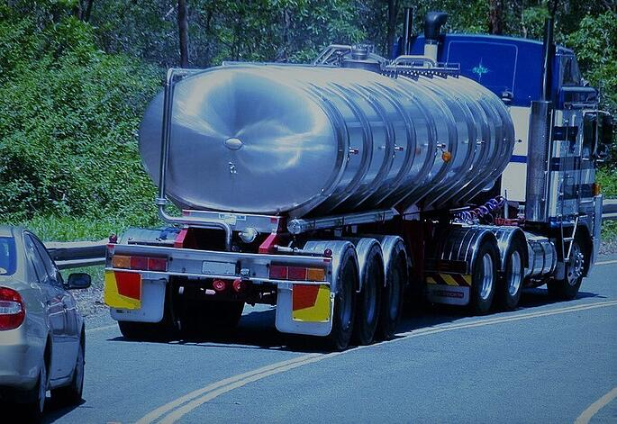 Water-Carrier-Tanker-Road-Vehicle-Truck-Metal-945364