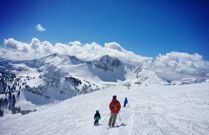 family-ski-vacation_t20_6wAk1p (2)