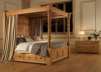 Balmoral-Four-Poster-Bed-in-Solid-Oak