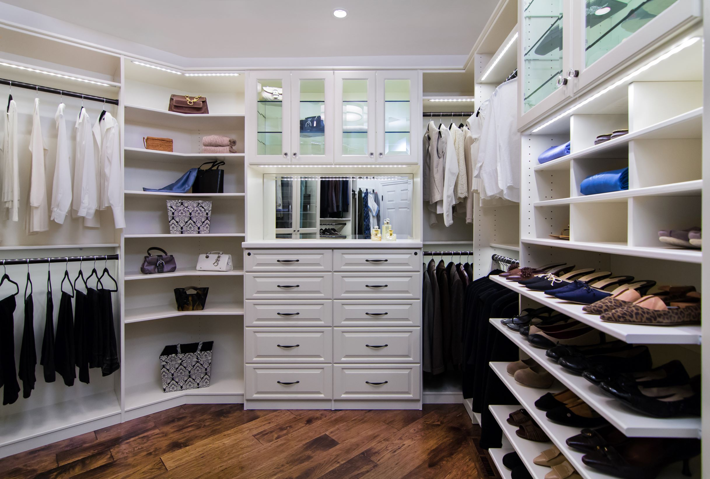 2013-01-19_Deluxe Walk-In Closet_White-PX