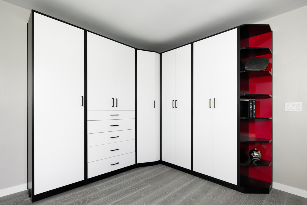 2014-12-04_External Wardrobe_White Sculpted with Black and stop red HPL (2)-PX