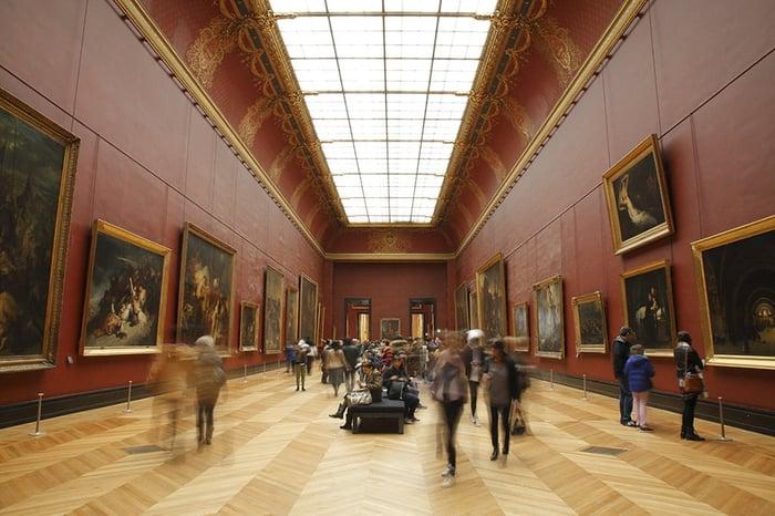 Photo salle rouge musée du Louvre -1