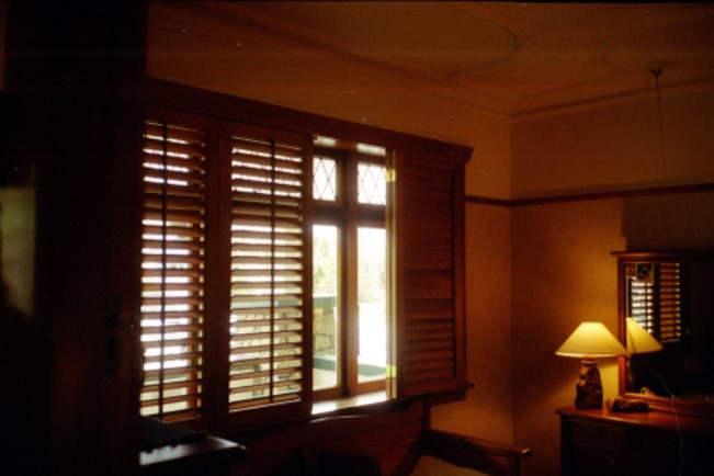 solid wood shutters for thermal insulation